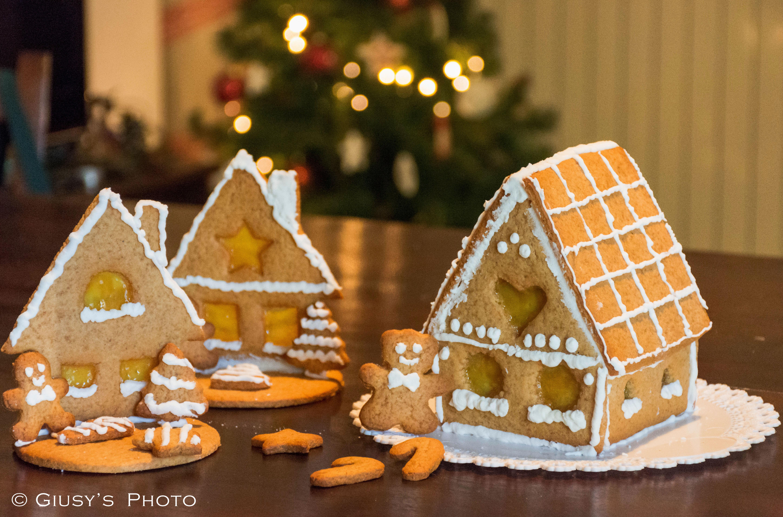 Casetta Di Natale Con Biscotti : Biscotti e casette di pan di zenzero e cannella